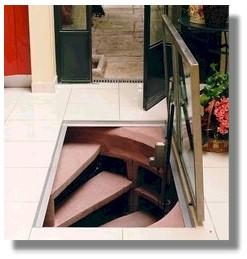 Üveg, elektromosan nyíló lejárati ajtó